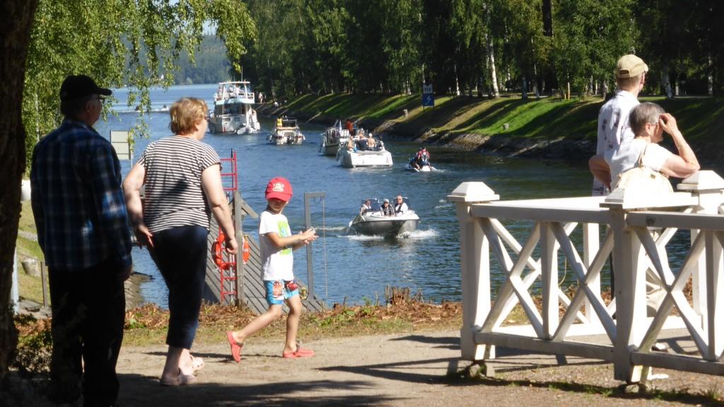 Vääksyn yksi vetovoimatekijöistä on vilkas kanava Vesijärven ja Päijänteen välillä.